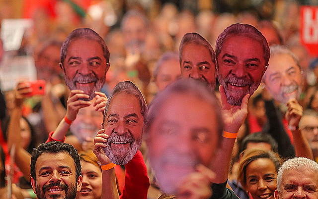 In solidarity with Lula, residents of the MST camp Dom Tomás Balduíno, in Quedas do Iguaçu (Paraná), wear masks of the former president