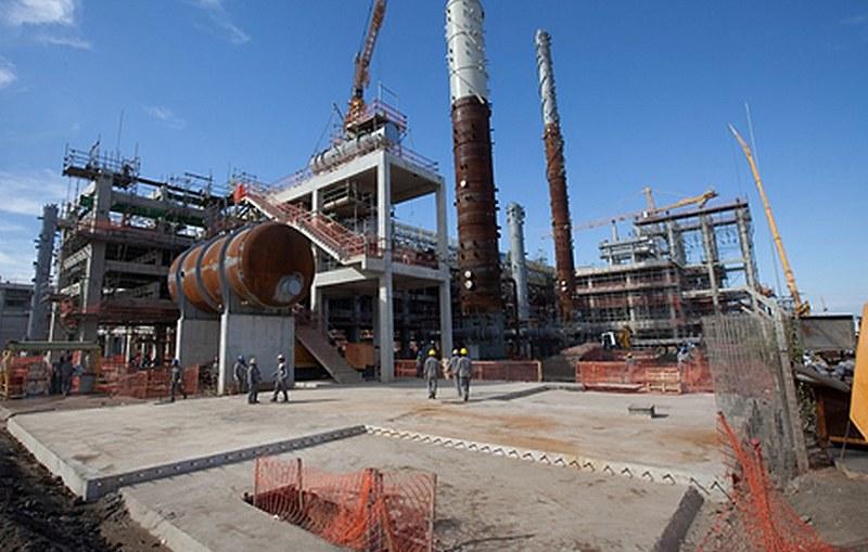 Estatal convidou apenas empresas estrangeiras para obras na Unidade de Gás do Comperj