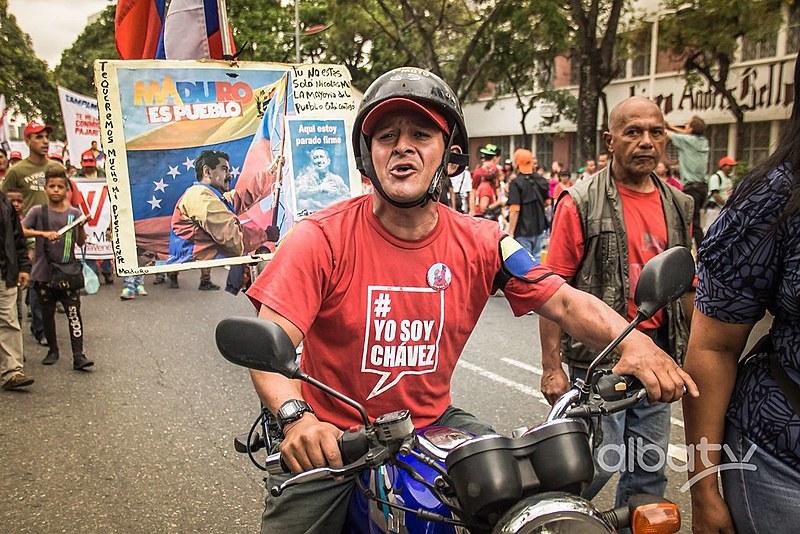 """""""O povo está unido, tem ideia de por que sai a lutar, com uma causa para defender, nosso povo tem uma bandeira, não sai como loucos as ruas, nem com ódio, sai com amor"""", manifestó Maduro"""