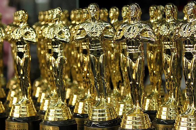 Em 1948, Rosalind Russel se levantou antes do anúncio do prêmio de melhor atriz, a ganhadora, entretanto, foi Loretta Young