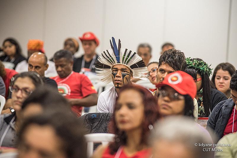 Cerca de 300 integrantes de movimentos populares e organizações sociais participaram do debate