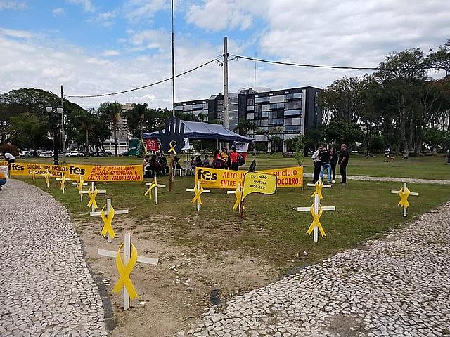 Protesto por iniciativa do Fórum de Entidades Sindicais, com foco central em adoecimento e o crescente número de suicídios entre servidores