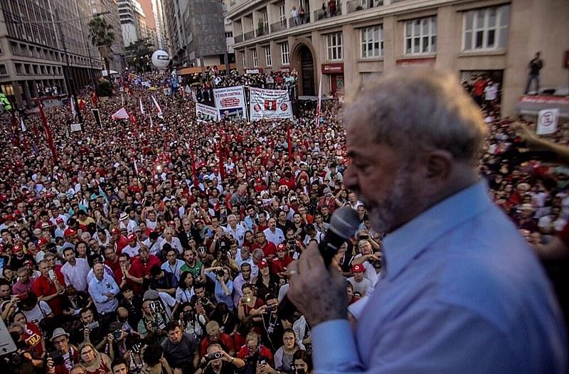 Manifestantes viajaram até Porto Alegre vindos de diversas cidades do país