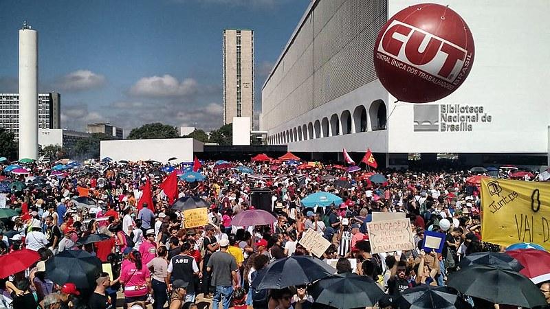 Centenas de atos que ocorrem em diversas capitais do Brasil nesta quarta-feira (15)