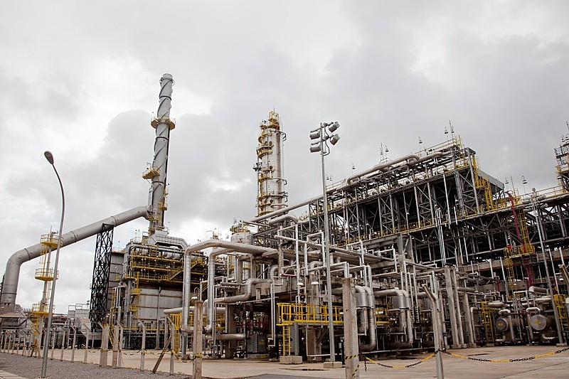 No caso das refinarias, desde 2018, há a tentativa de retirar a capacidade nacional de refino a bons preços