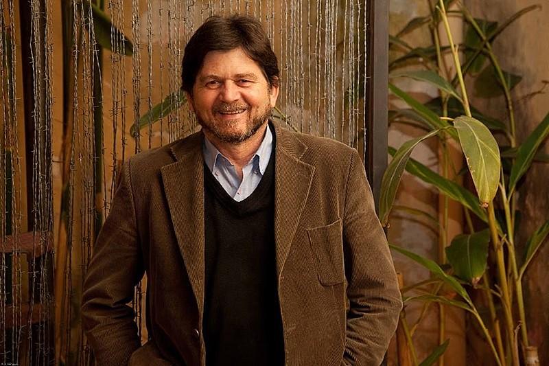 """Celso Frateschi está em cartaz com o monólogo """"O Grande Inquisidor Século 21"""", no Teatro Ágora, em São Paulo"""
