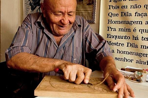Mestre Dila é um dos mais famosos xilogravuristas pernambucanos.
