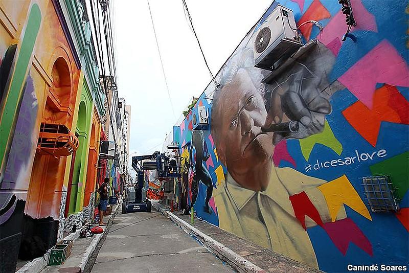 Painéis de grafite foram pintado por 40 artistas em fevereiro de 2019