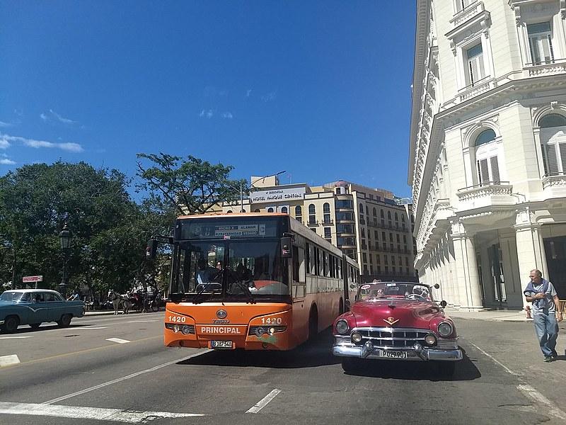 Os pequenos negócios privados, como táxis particulares, se popularizaram em Cuba, aponta jornalista