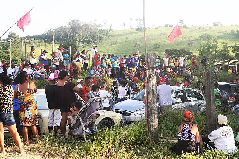 As famílias reivindicam que as terras da fazenda ocupada, chamada de El Dourado, sejam destinadas à reforma agrária