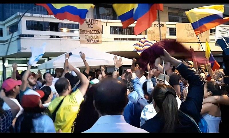 Moradores comemoram a vitória em Fusagasugá, que se une a outras cidades colombianas no rechaço ao fracking