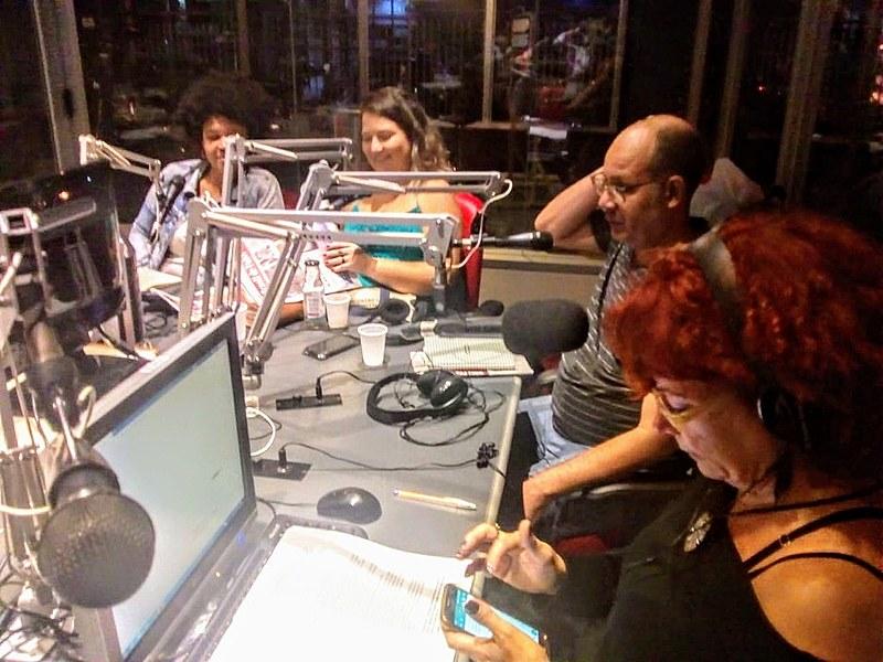 Da esquerda pra direita: Carolina Dias, Luana Carvalho, Marcelo Edmundo e a apresentadora Denise Viola