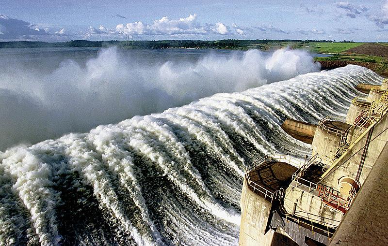 O Lago de Tucuruí é fruto do impacto ambiental provocado pela obra da Usina Hidrelétrica de Tucuruí.
