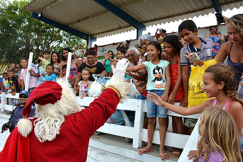 Tradicional Natal das Crianças realiza brincadeiras e entrega de presentes