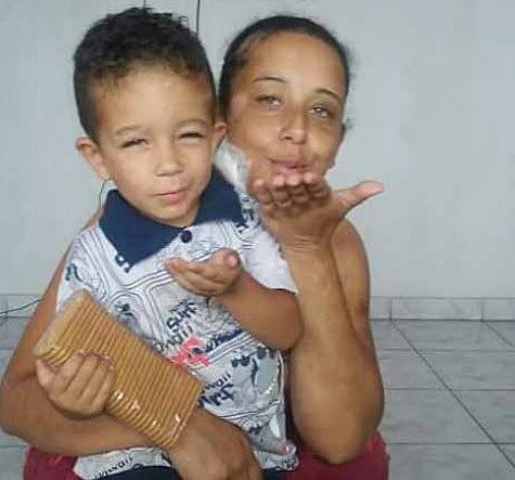 Priscila Monteiro e seu filho foram arrastados pela lama da Samarco. Ela reclama de desrespeito e descaso da empresa