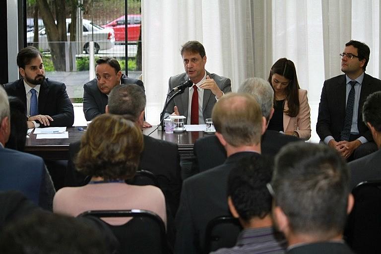 Presidentes da Agepar e Sanepar apresentam índice a deputados.