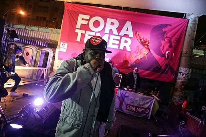"""Funkeiros convidam a favela a descer o morro e gritar """"fora, Temer"""""""