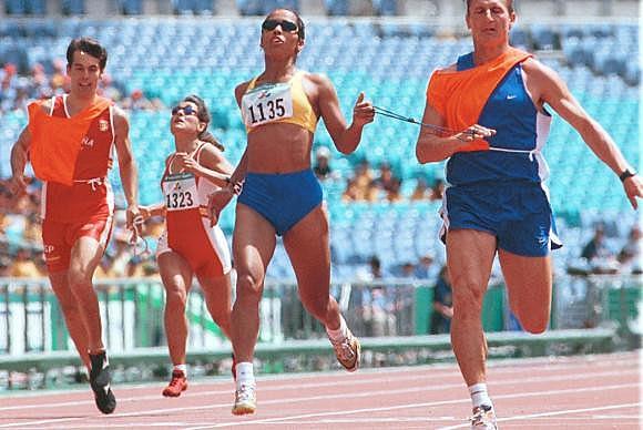 Ádria Santos na Paralimpíada de Sydney, em 2000 - Divulgação/Acervo pessoal/João Batista Carvalho e Silva.