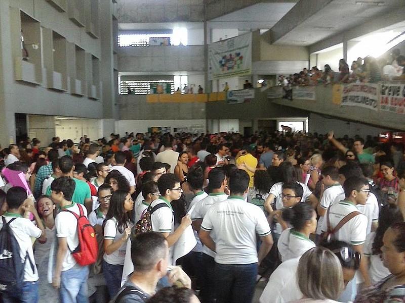 Professores solicitam reajuste de 12,67%, assim como a convocação dos professores reclassificados no concurso de 2013