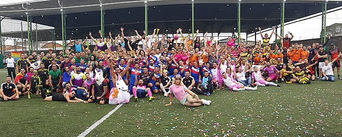 Atletas comemoram a segunda edição da Champions Ligay, em Porto Alegre