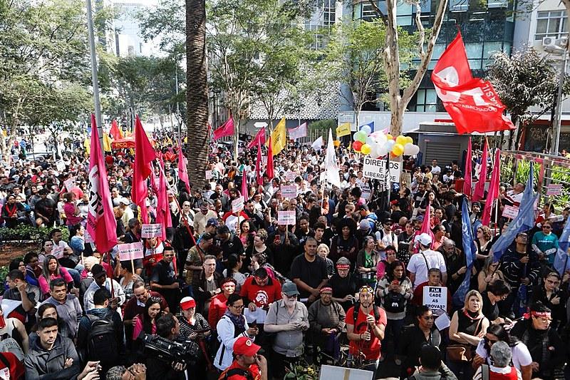 Protesto em São Paulo reuniu milhares de manifestantes desde o início da manhã