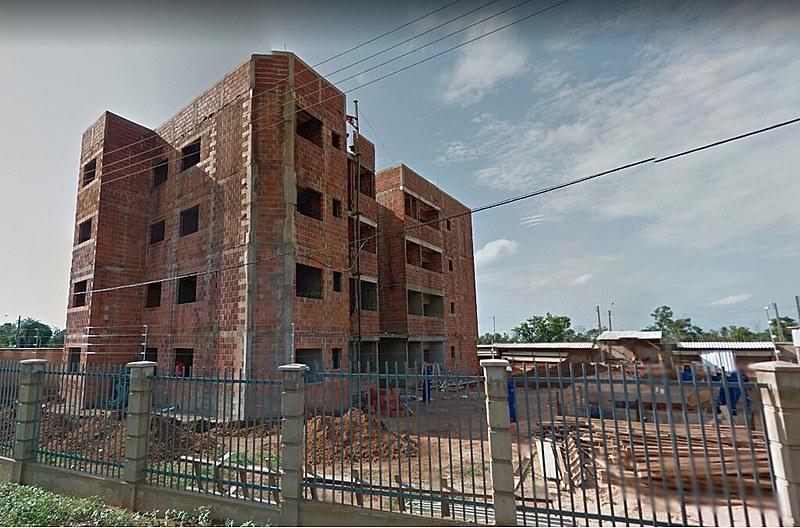 Em parte da área ocupada, o poder público já havia iniciado a construção de um prédio com 272 apartamentos