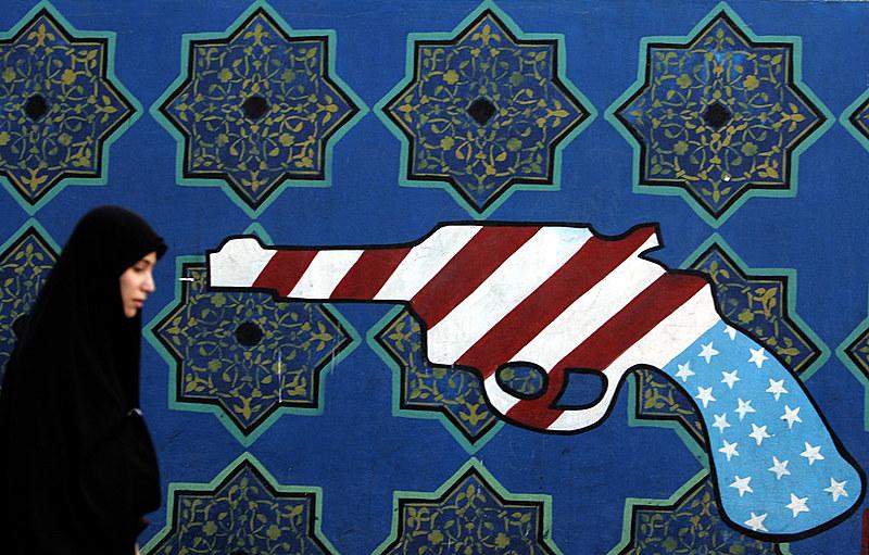 O texto mostra que embora as tensões envolvendo Washington e Teerã são muito mais antigas que eventos recentes