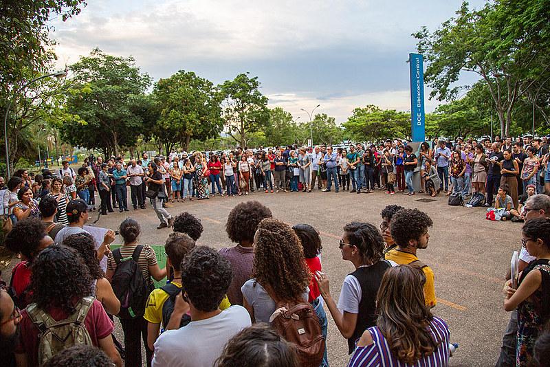 Protesto em frente à Biblioteca Central dos Estudantes (BCE), no campus principal da UnB, em Brasília (DF)