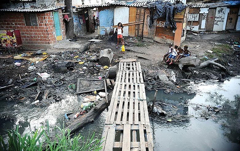 Sem saneamento. Para pobres, necessidades básicas vêm em 1º lugar, ao contrário de outros segmentos de renda