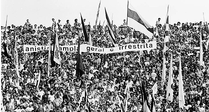 A primeira faixa pela anistia aberta publicamente foi num jogo do Corinthians e Santos, em 1989 no Morumbi