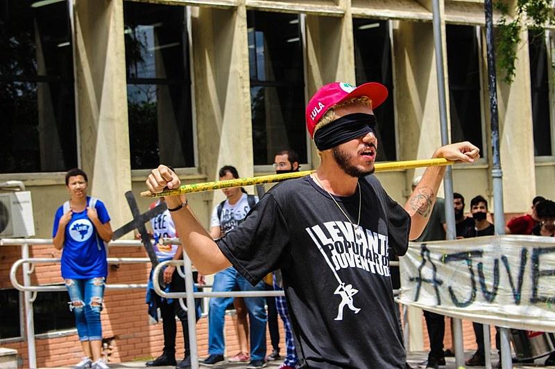 Universidade protesta contra vinda do presidente de ultradireita