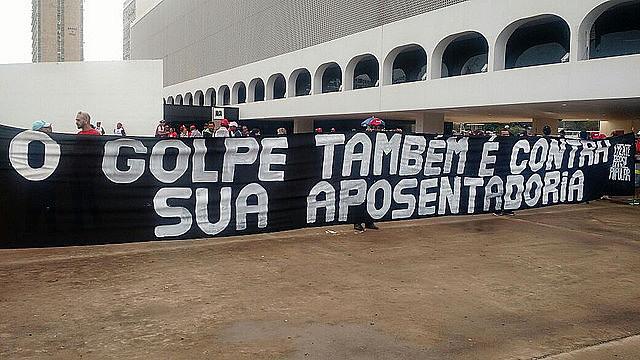 Muchas ciudades se movilizan contra la reforma de las Pensiones; en Brasilia manifestantes ocuparon la Explanada de los Ministerios