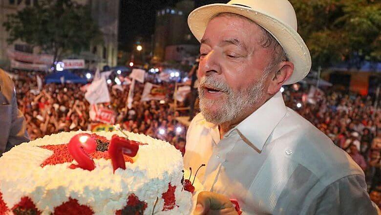 Lula nasceu em Vargem Comprida, no interior de Pernambuco, no dia 27 de outubro de 1945.