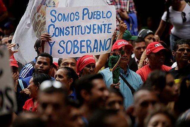 O que não é mostrado é que os trabalhadores na Venezuela apoiam o governo Maduro, eleito democraticamente
