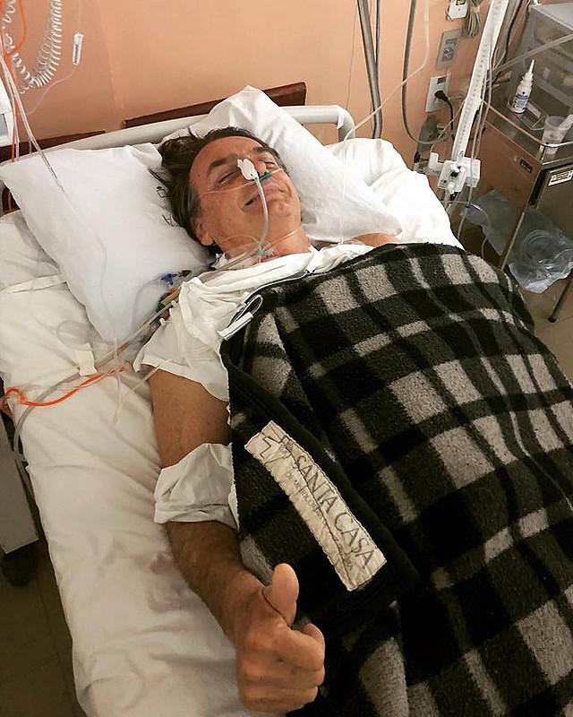 """Segundo Bolsonaro, o SUS dá prioridade ao tratamento da doença, e não do paciente E representa enorme """"custo"""" para o Estado"""