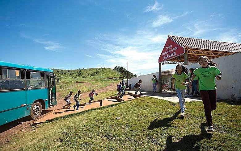 Antes um barracão, a escola estadual José Martí, reerguida em Jardim Alegre, recebe mais de 600 alunos da região