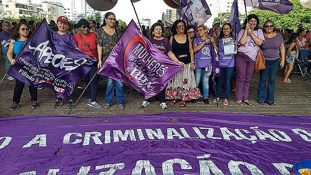 Vigilia realizada en São Paulo (SP) tuvo el objetivo de difundir informaciones sobre el trámite de la propuesta, explicaron militantes
