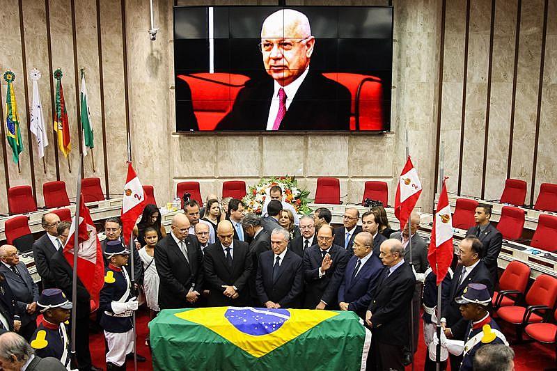 O jurista Teori Zavascki é velado em Porto Alegre neste sábado (21)