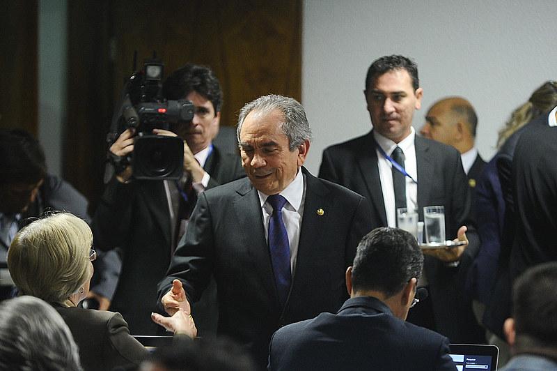 Raimundo Lira (PMDB-PB) durante a sessão da Comissão Especial do Impeachment, nesta manhã