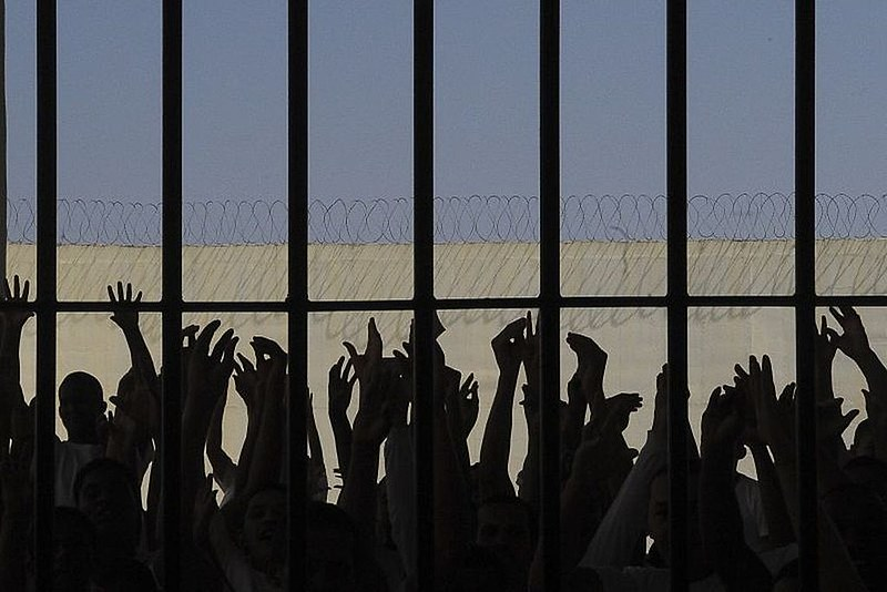 Em outubro o país estava com uma população carcerária de 836.820 presos, segundo CNJ