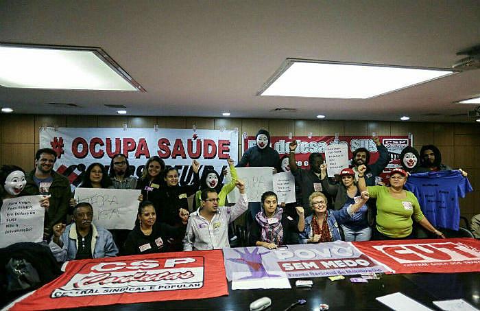 Os manifestantes também pedem a saída do ministro da Saúde, Ricardo Barros e o fim dos cortes orçamentários para o setor