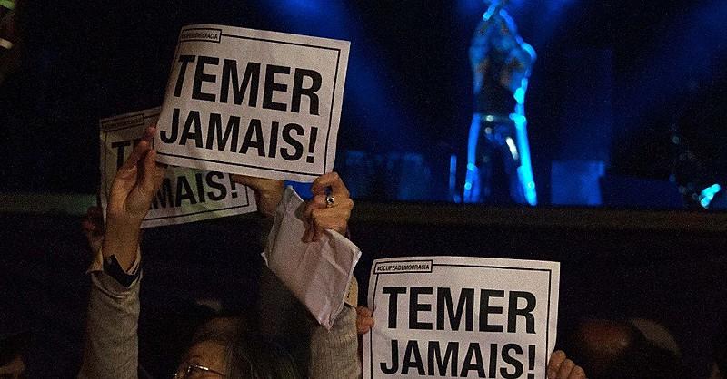 Protestos contra o presidente interino Michel Temer já são frequentes em shows no Brasil