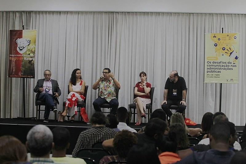 Da esquerda para a direita: Carlos Tibúrcio, Nina Santos, Miguel do Rosário, Renata Mielli e Leandro Fortes