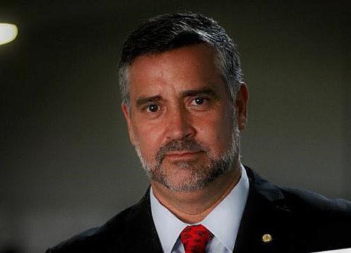 Líder do PT na Câmara denuncia o risco a que Bolsonaro está submetendo o futuro do país