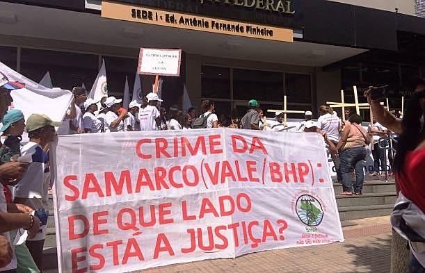 Protesto ocorreu em frente à 12ª Vara da Justiça Federal, em Belo Horizonte