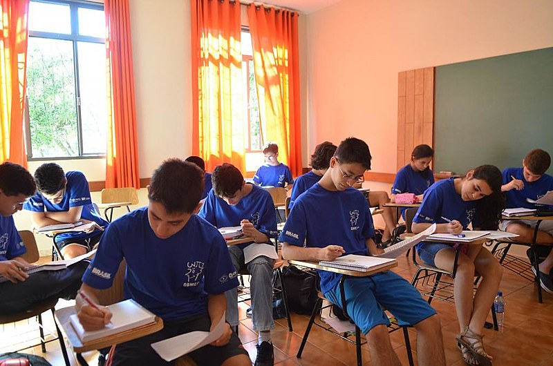 Número de matrículas no ensino médio caiu 4,34% em 2019
