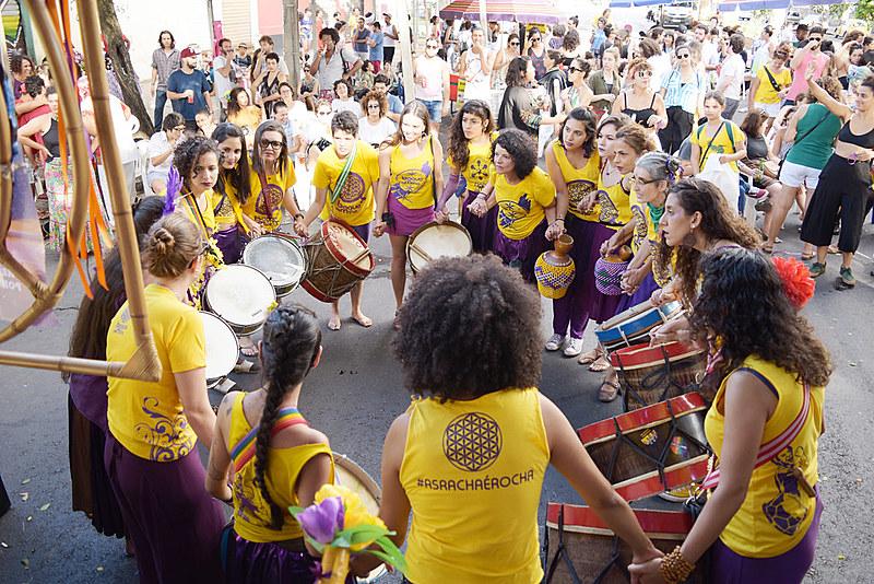 Grupo de maracatu Baque de Mina se apresentou no Festival Vivas Nos Queremos