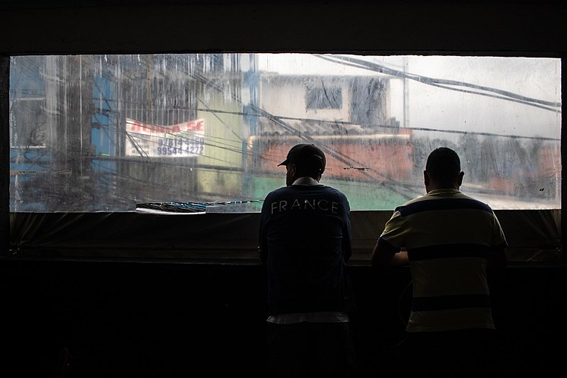 Nove jovens morreram durante ação da polícia; o baile, que ocorria há 9 anos, divide opiniões entre moradores
