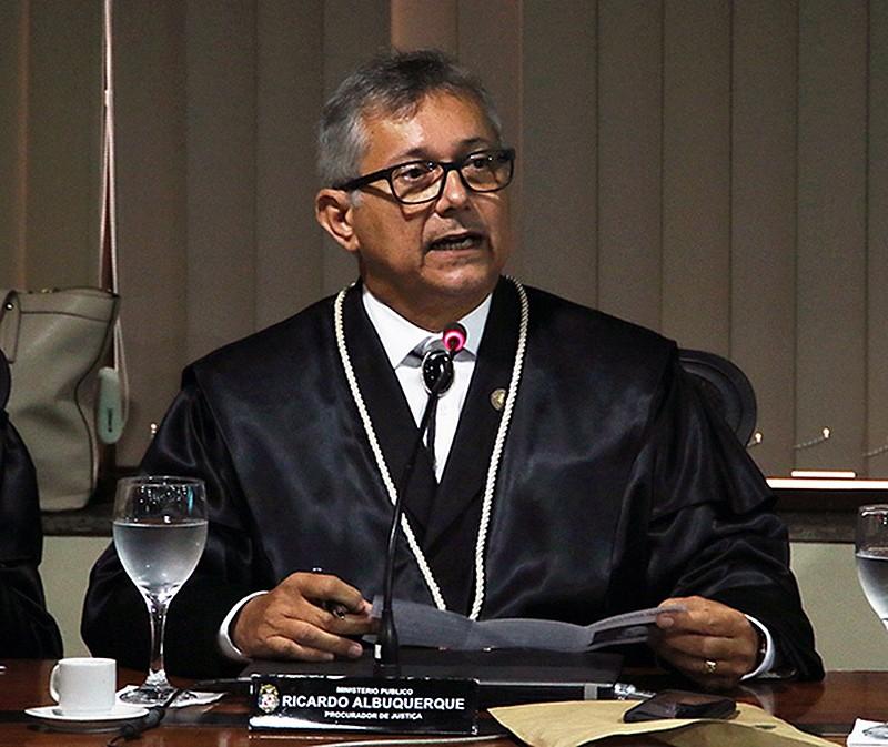 Ao saber da deliberação do colegiado dos procuradores, Ricardo Albuquerque disse que se afastaria do cargo.