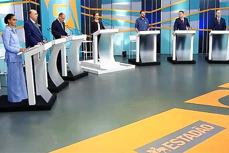 Candidatos optaram em não colocar as cadeiras de Lula e Bolsonaro, ausentes no debate